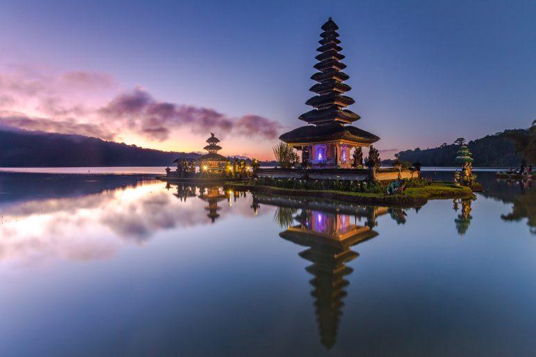Ulun Danu temple at dusk